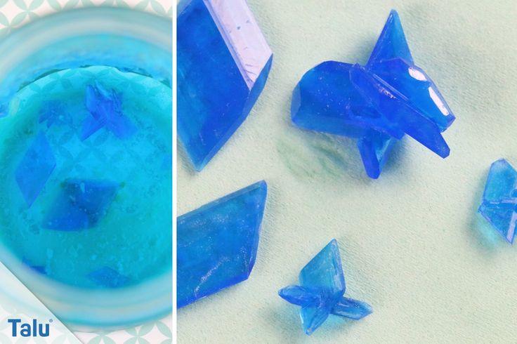 Sie wollten schon immer Kristalle züchten? Hier präsentieren wir Ihnen die Anleitung für Salz- und Zuckerkristalle, sowie Kristalle aus Kupfersulfat/Alaun.