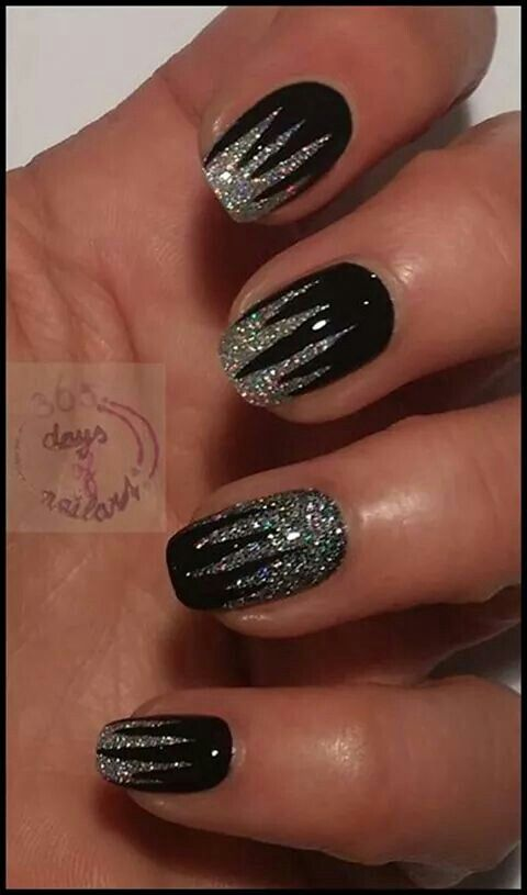 Black christmas nails Must try