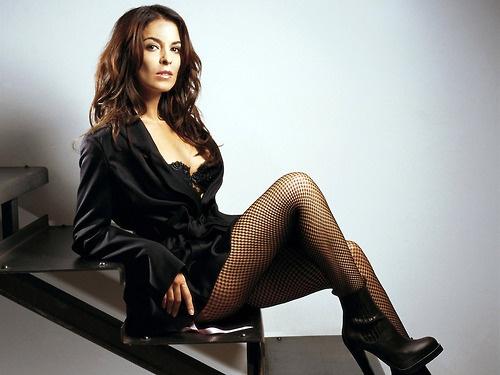 Annabella Sciorra (Gloria Trillo)