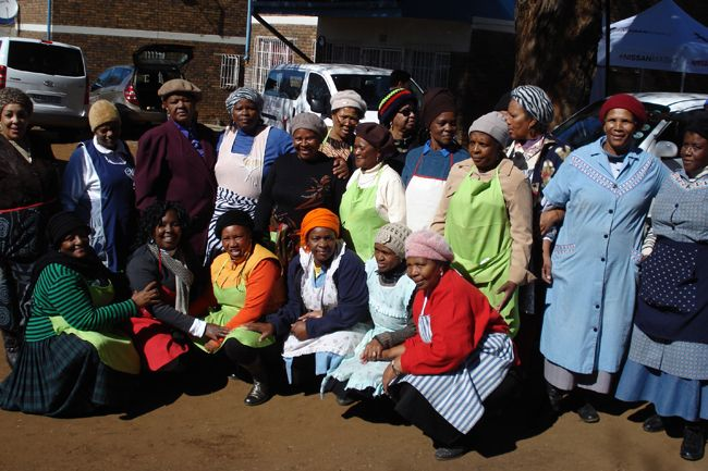 Sesli Textiles and Kaya Fm partnered this year by donating Blankets to the staff and children at the Othandweni Children's Home to celebrate Nelson Mandela Day.