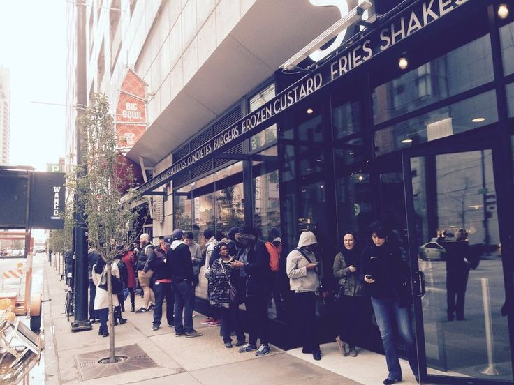 Welcome to the Jungle: Line Grows As Chicago's First Shake Shack Opens - Eater Chicago