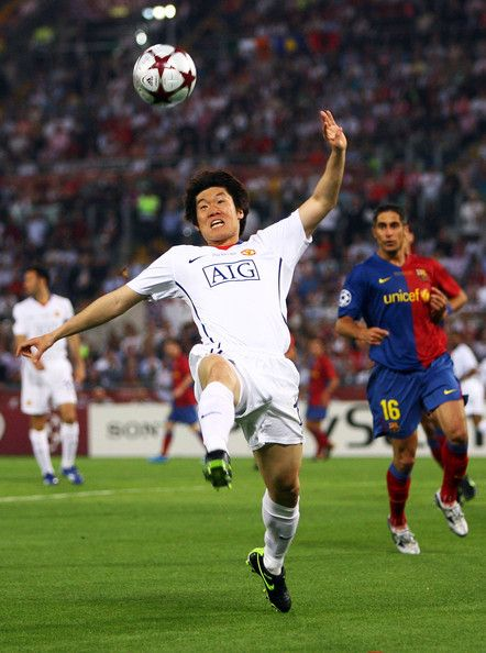 Ji-Sung Park Photos - Ji-Sung Park of Manchester United in action during the UEFA Champions League Final match between Manchester United and Barcelona at the Stadio Olimpico on May 27, 2009 in Rome, Italy.  (Photo by Laurence Griffiths/Getty Images) * Local Caption * Ji-Sung Park - Manchester United v Barcelona - UEFA Champions League Final
