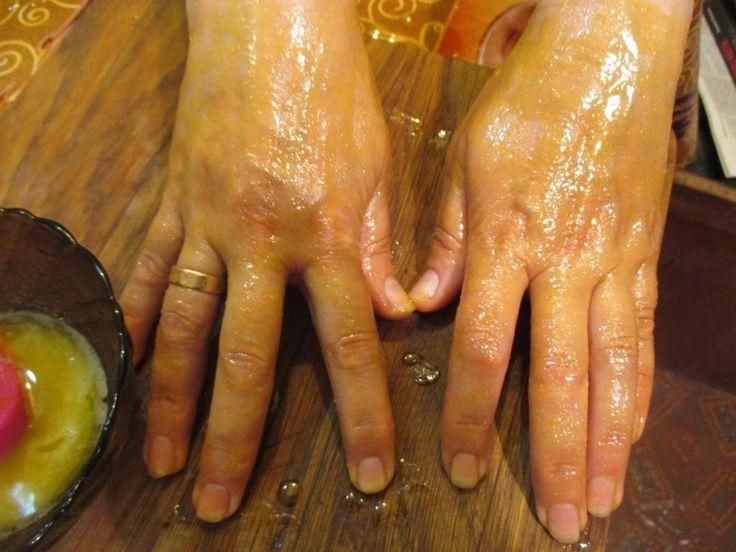 """Мазь """"Ухоженные ручки"""" - убирает морщины, пигментные пятна и трещины на  руках  Моя мама готовит мазь, которая отлично помогает избавиться от трещин и  ... - елена фисаченко - Google+"""