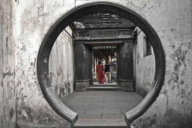 Yu garden, Shanghai, China By Manu Foissotte