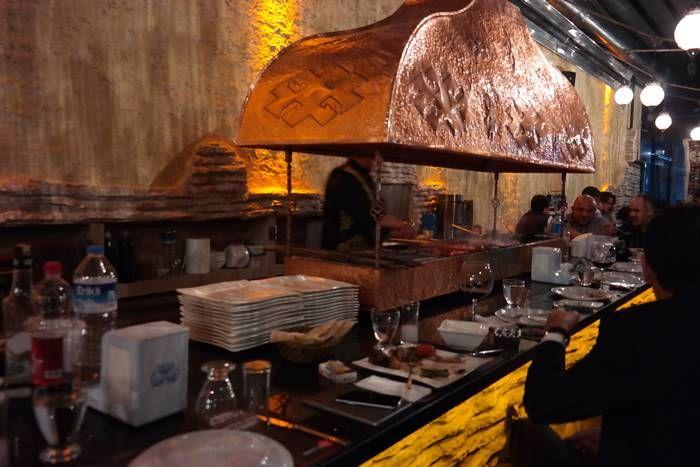 Last Point Ocakbaşı Ocakbaşı Et Restaurant  Ocakbaşı Et Restaurant, 2013 Agustos' undan bugüne yeme – içme ve eğlence sektöründe Bursa'nın en iyisi olma yolunda hizmet vermekteyiz. Lounge & Bar, Ocakbaşı ve Canlı Müzikten oluşan bölümlerimizde kaliteyi ön planda tutmayı vizyon edinip, tüm enerjimizi bu misyon için hizmet sunmaktayız.