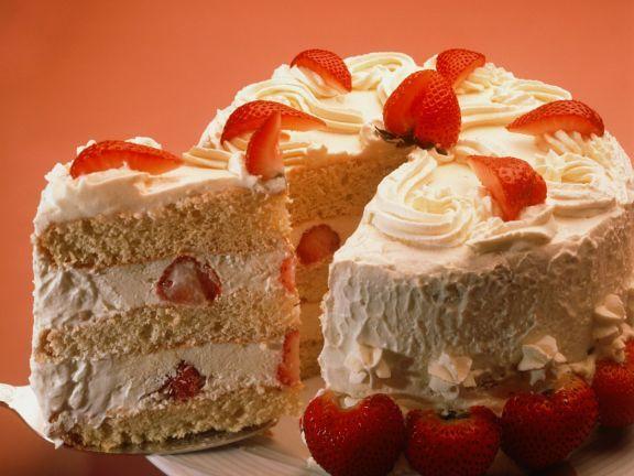 Erdbeercremetorte ist ein Rezept mit frischen Zutaten aus der Kategorie Beerenkuchen. Probieren Sie dieses und weitere Rezepte von EAT SMARTER!