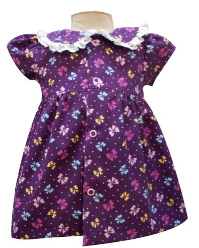 Vestido de pana manga media, cuello bebo con tira bordada. Tallas 3, 6, 12 y 18 meses.