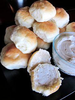 Six Sisters' Stuff: Homemade Rolls & Cinnamon Honey Butter