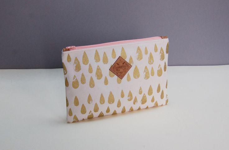 handbedrucktes Täschchen mit goldenen Tropfen, Clutch gold, Tasche gold, goldene Tasche, Geschenkideen, Handtasche gold von Herdentier auf Etsy