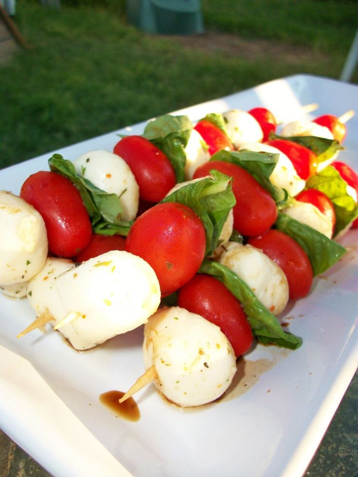 Caprese Salad Skewers... found them so that I can remember these for later... they were yum @Desiree Anderson