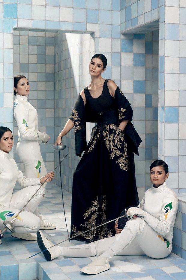 Carol Ribeiro atua com atletas da esgrima na Vogue de julho