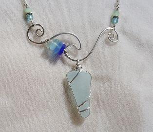 Collier en verre de mer de forme libre   – Jewelry wrapping