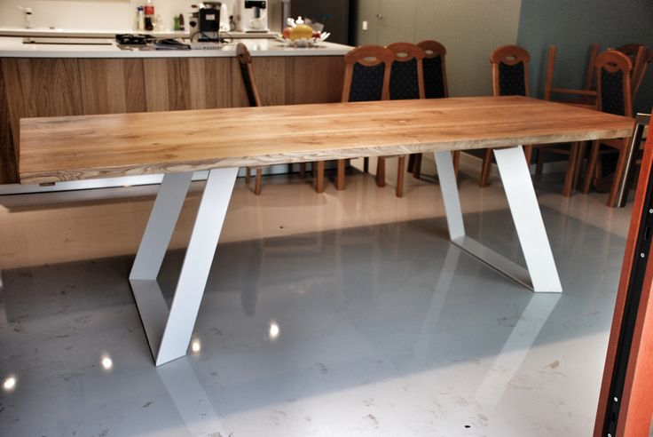 'Colt' oak dinning table with steel legs made by poppyworks! #colttable  #woodentable #poppyworks