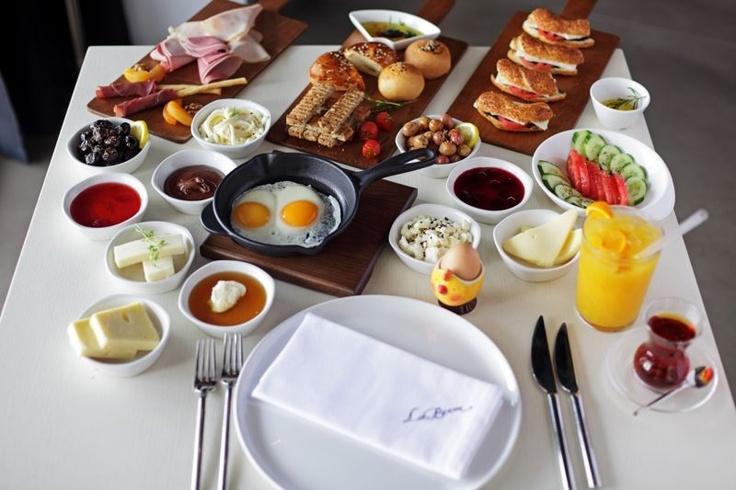 Serpme kahvaltı La Broom