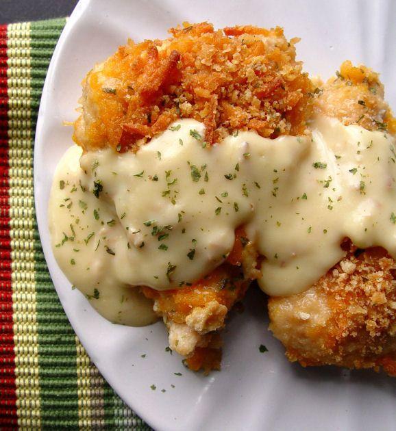 Recetas fáciles de pollo paso a paso chicken breast,Ritz cracker crust and cheddar cheese recipe, pictures make it easy to understand.