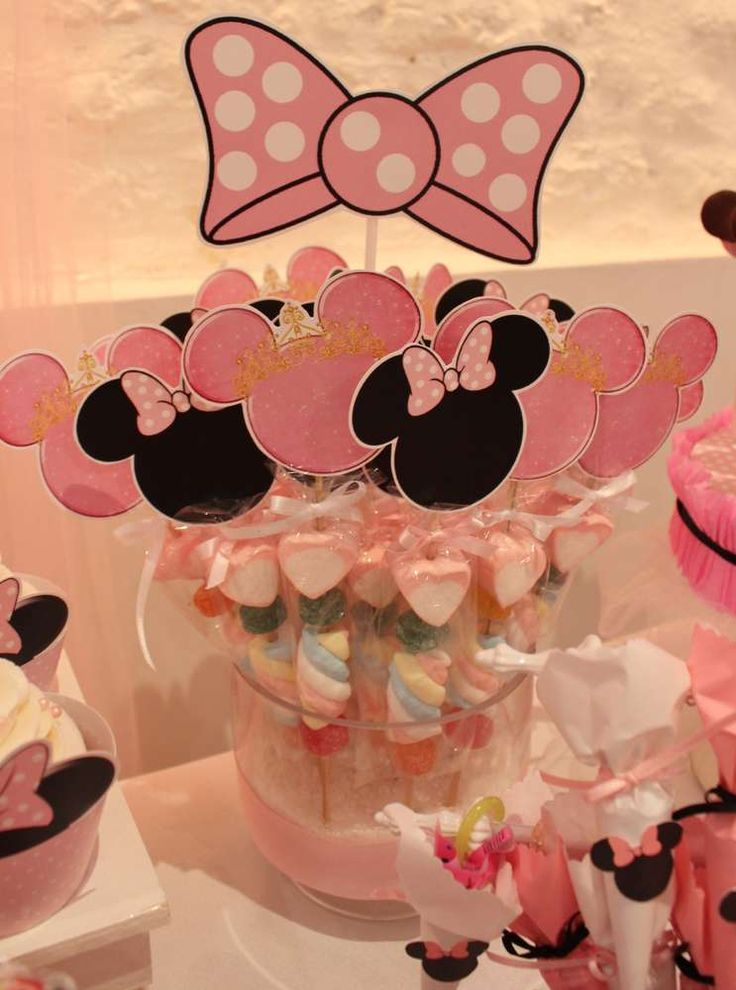 Candy pops at a Minnie Mouse birthday party! See more party ideas at…