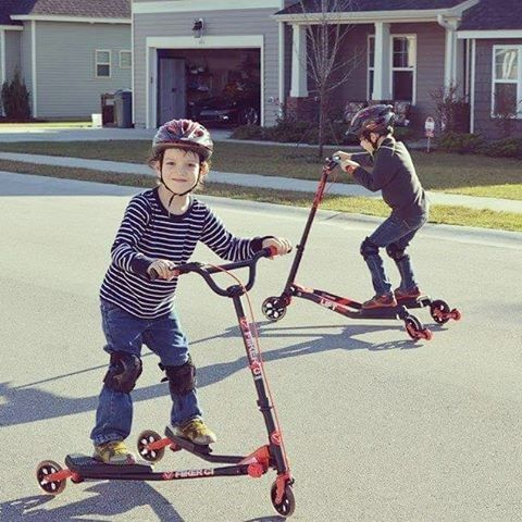 Another addition to our Y Flicker range, the Y Flicker Carver is the perfect present for those advanced scooter users. Let your children test their skills to the max.