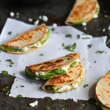 Mini τορτίγιες με αβοκάντο και χούμους - Συνταγές - Tlife.gr