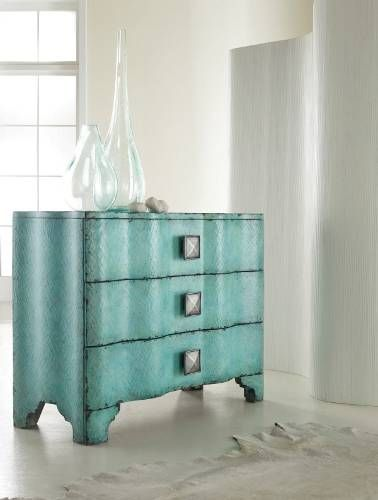 contemporary & classic all rolled into one!Decor, Turquoise Crackle, Crackle Chest, Ideas, Melange Turquois, Furniture Melange, Hooker Furniture, Bedrooms, Turquois Crackle
