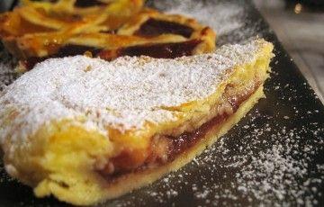 Crostata con marmellata di fragole e crema