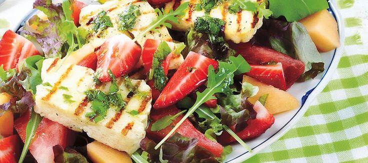 Meloni-halloumi-mansikkasalaatti