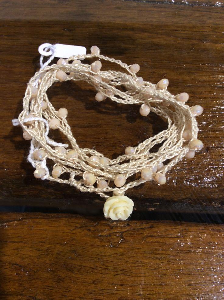 Collana oppure può diventare un bracciale a più giri in cotone lavorato a uncinetto!
