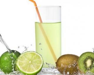 Jus de citron vert, pastèque et kiwi : http://www.fourchette-et-bikini.fr/recettes/recettes-minceur/jus-de-citron-vert-pasteque-et-kiwi.html