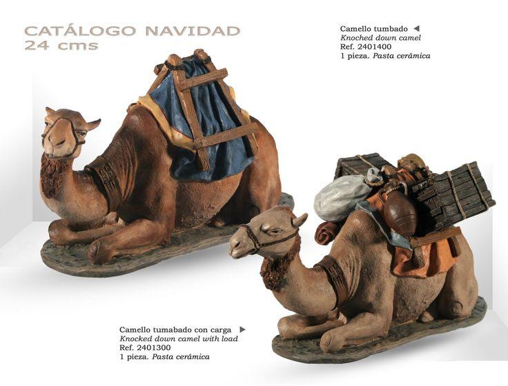 CAMELLO TUMBADO y CAMELLO TUMBADO CON CARGA. Figuras de belén/pesebre, de pasta cerámica policromada, de 24 cm. Autor José Luis Mayo Lebrija.