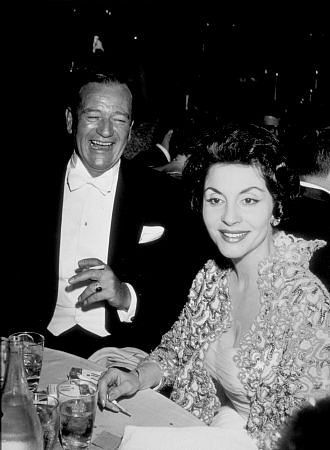 John Wayne With Third Wife Pilar Pallete At The 32nd Academy Awards 1960