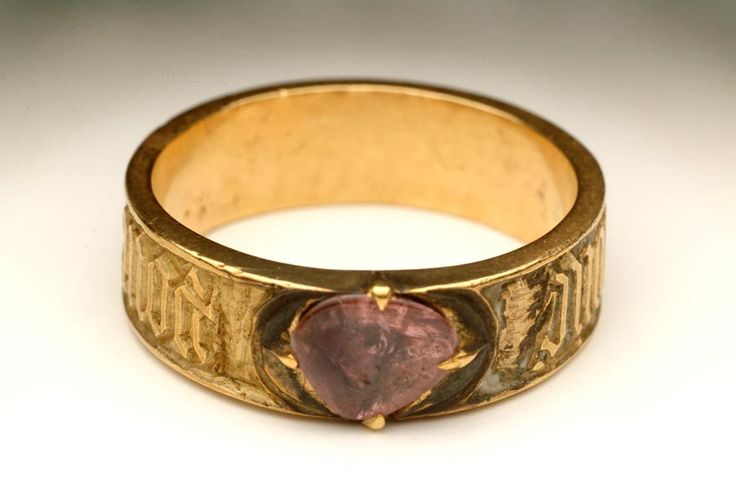 Posy ring This gold 'posy' ring (that is, one with an inscription), set with a spinel (the stone), has a love message inscribed around the outside. It says 'pour amor, say douc', meaning 'for love, so sweet'. The inscription is in French, the language of courtly love in medieval times.  Production Date: Late Medieval; mid 15th century Measurements: DM (ext) 20 mm; DM (int) 17 mm; T (hoop) 6 mm; WT 6 g Materials: gold; enamel; spinel