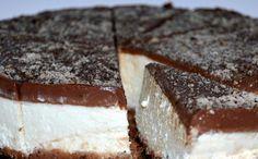 Fenomenální nugátový cheesecake. Základ tvoří sušenky, vnitřek vynikající mascarpone a šlehačka a na vrchu vynikající milka čokoláda se zakysanou smetanou.