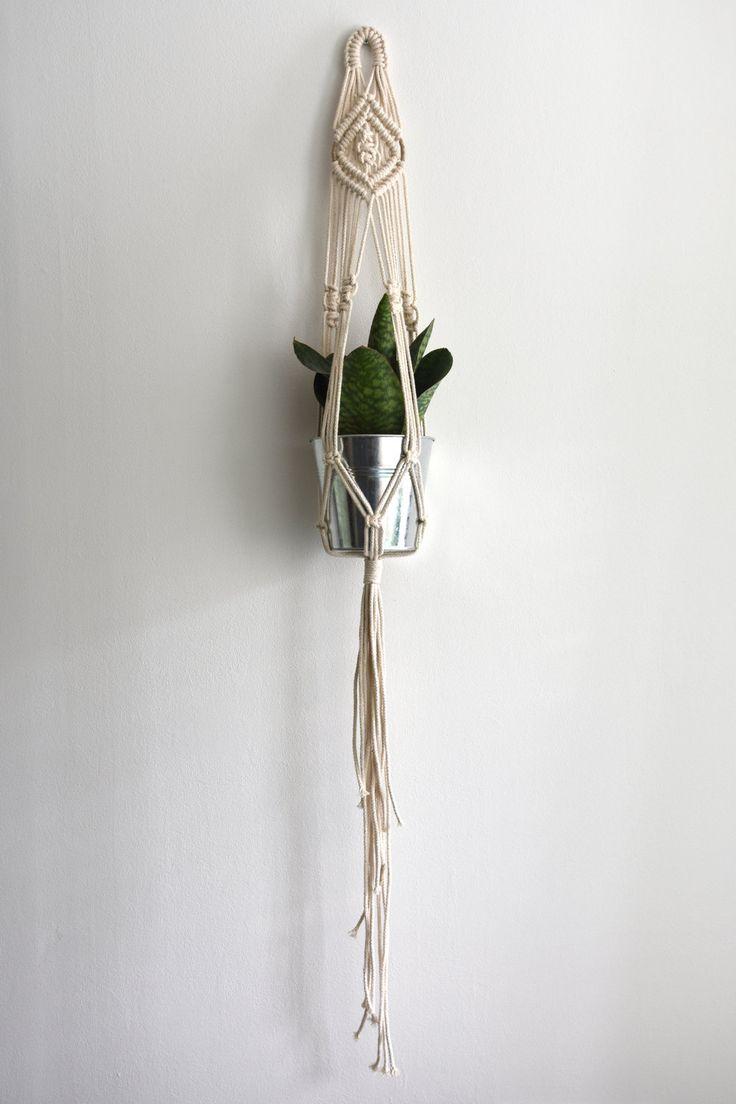 SALE 20% kortingscode: JULY2016SALE | NR.7 | Handgemaakte macrame plant hanger - 4mm vintage katoen koord door Melinastijl op Etsy
