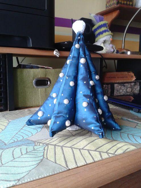 Arbre de Noël en tissus.  Fabric Christmas tree inspired by Debbie Shore on Youtube