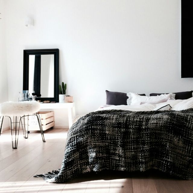 gomashioさんの、ベッド周り,ガーゼシリーズ好き,北欧,ブランケット,ムートンラグ,無垢の床,モノトーン,スカンジナビアン,ベッドルーム,ドレッサー,寝室,のお部屋写真