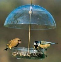 Comedero para aves silvestres X-1 tipo tolva con cúpula de protección Seed Saver, Robin Feeder Droll Yankees