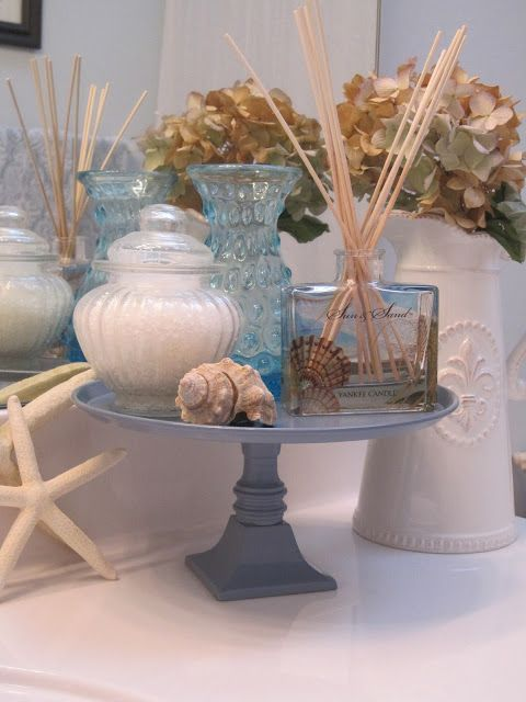 Decorated Chaos: Make Your Own Display Stand
