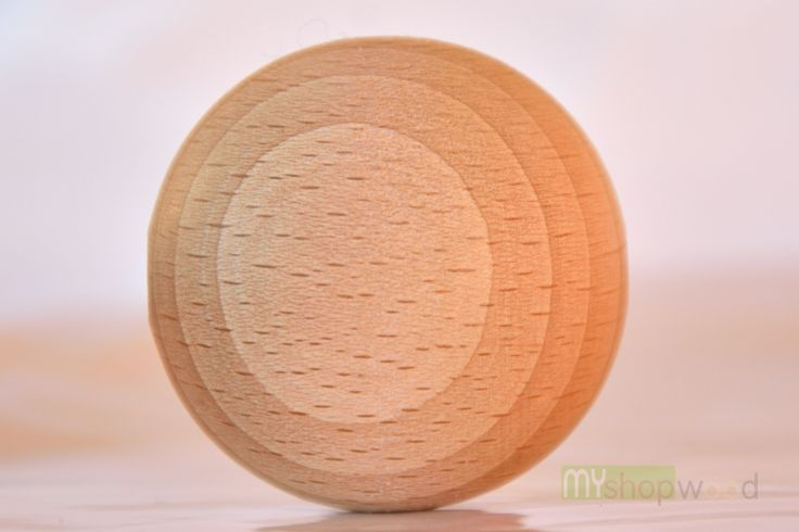 Sfera in faggio europeo. By todeschini legno #sfera #sferalegno #pallina #legno #todeschini #myshopwood.com #profumatori #tornio #lavorazionelegno #decorazioni #bambolina