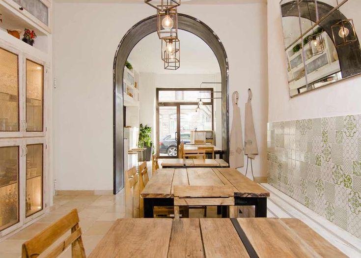 Il panzerottificio pugliese realizzato a Miano su progetto si Selina Bertola di Nomade Architettura (foto di Fregory Abbate)
