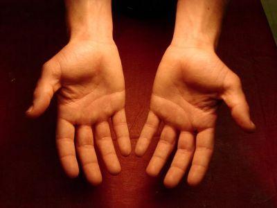 Co zrobić z rękoma podczas pozowania do zdjęć?