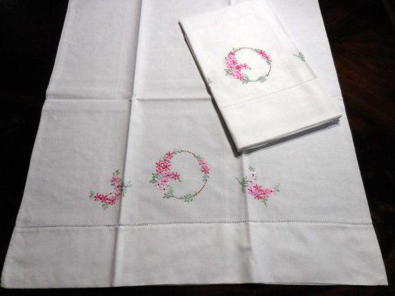 Vintage 1940s/50s pillowcase set white cotton pink floral