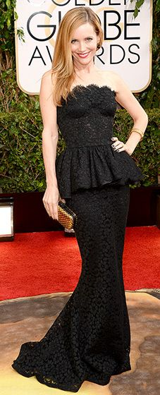 Leslie Mann: 2014 Golden Globes The funny woman joined husband Judd Apatow on the red carpet in a stunning, strapless, black, lace and peplum gown with a mermaid train down below. She paired her sophisticated look with a metallic gold box clutch.