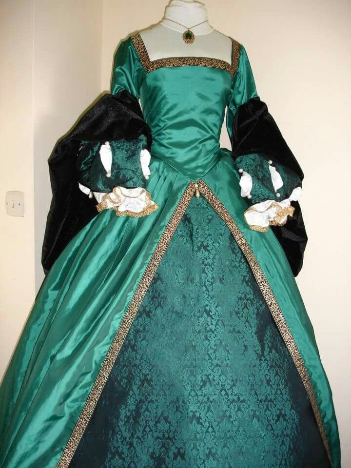 The 63 best Tudor gown images on Pinterest | Tudor, Bridal dresses ...