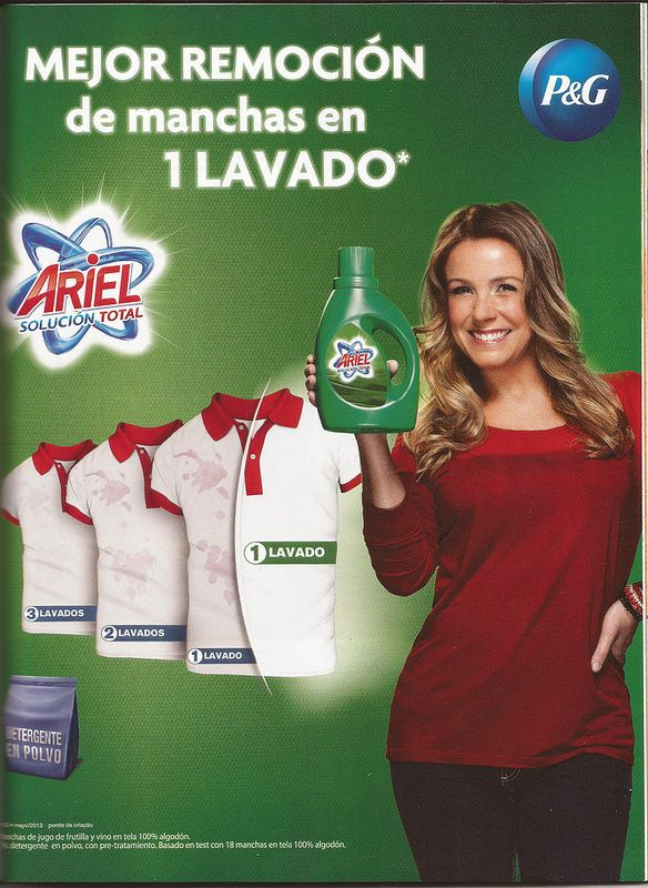 Publicidad del detergente Ariel con Claudia Conserva