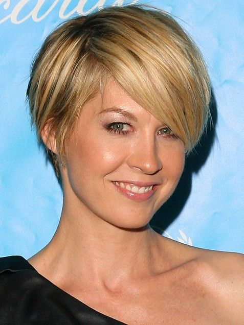 This is the best haircut I've seen on her. What a great frame for her face.  I love this actress!!