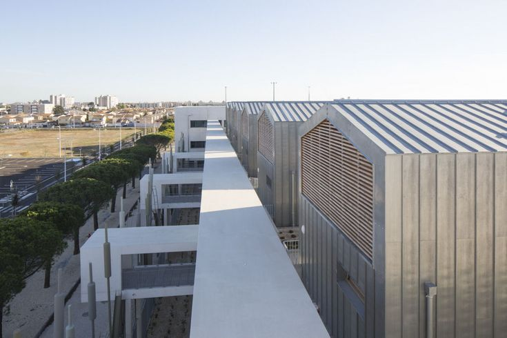 91 best wood with zinc images on pinterest for Architecte carpentras