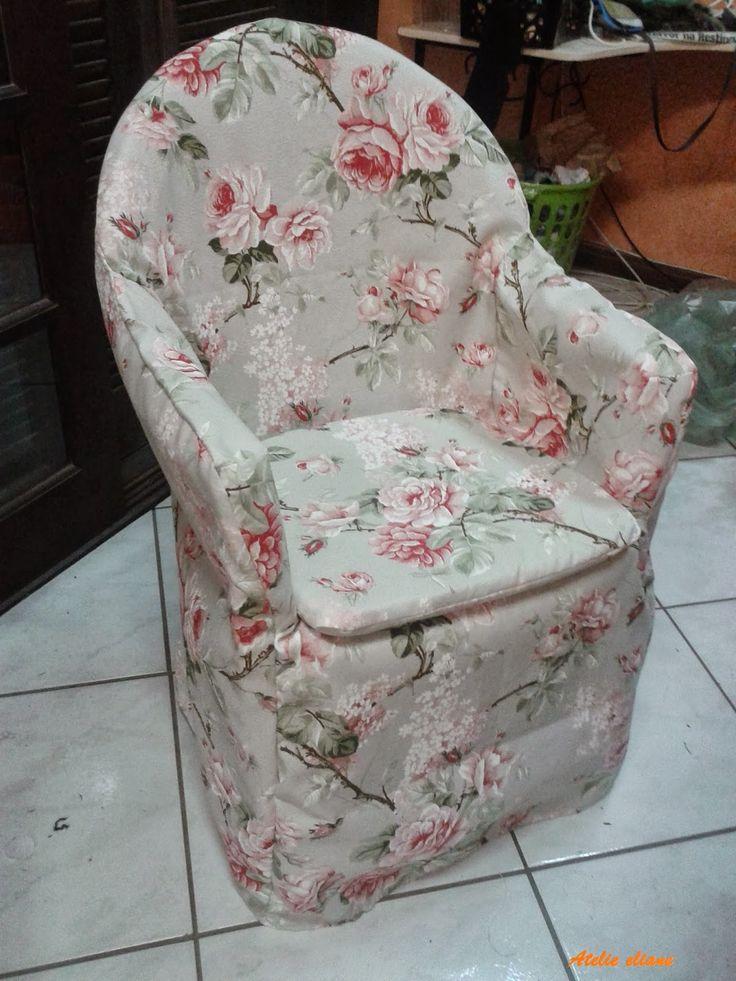 OI gente boa tarde aqui mais um antes e um depois, cadeira de plástico comum.     Uma capa e uma almofada solta, virou uma poltrona.    ...