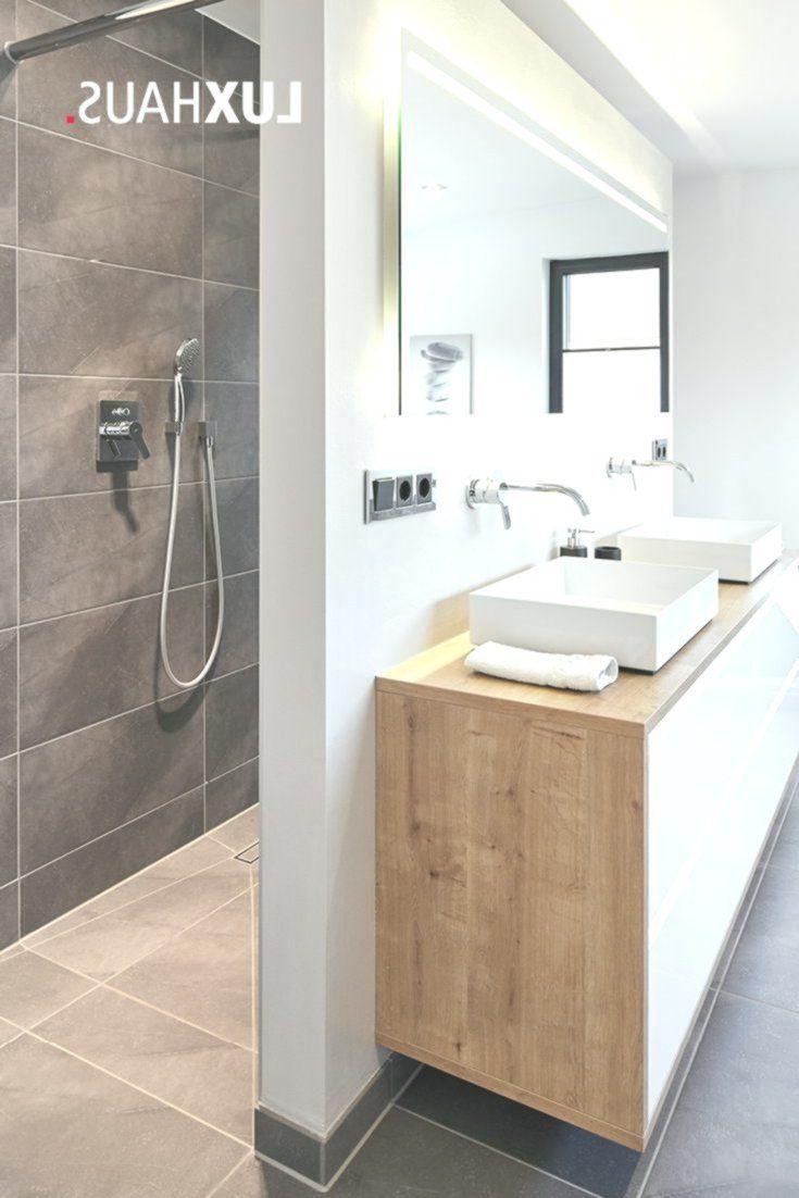 Ein Badezimmer mit Grautöne stets kombiniert mit Holz und