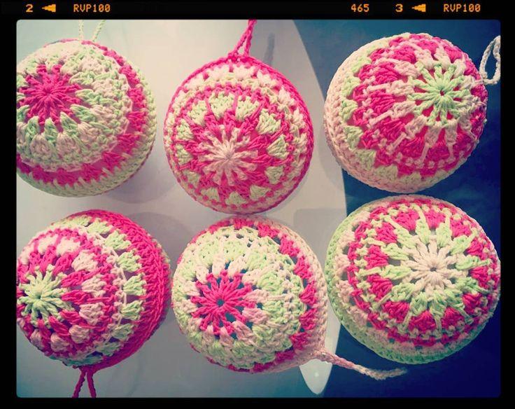 .....:::::Bolas de Navidad::::::.... Nuevo proyecto y a la venta Arma tu arbol con estas hermosas bolas tejidas a crochet #bolasdenavidad #hechoamano #tejidoamano #crochet #amotejer #chilegram