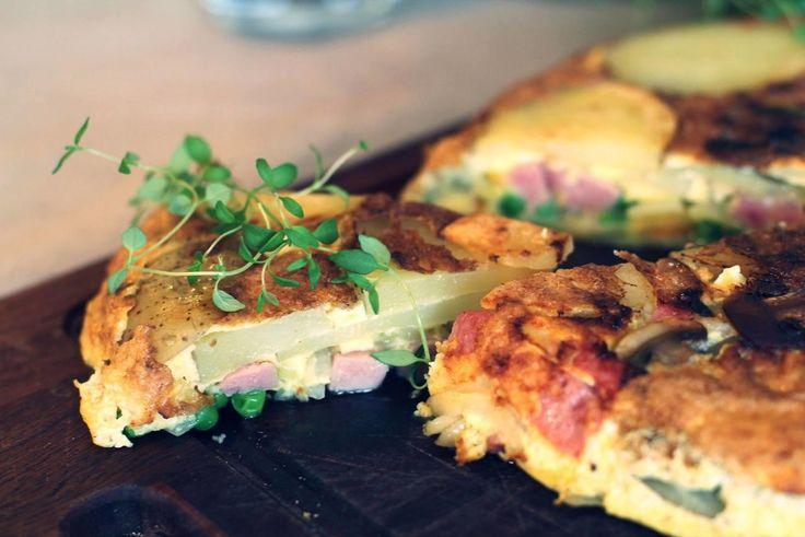Enkel bondeomelett: Sunn og god omelett med skinke, løk og poteter