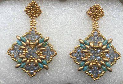 orecchini pendenti color oro e turchese fatti a mano